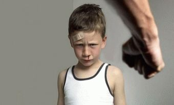 Избиение несовершеннолетних статья ук рф
